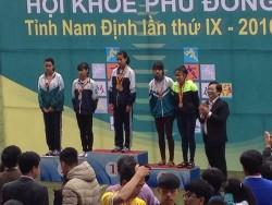 Em Bùi Thị Ngân - Huy chương vàng chạy 800m - HKPĐ tỉnh NĐ 2015 - 2016